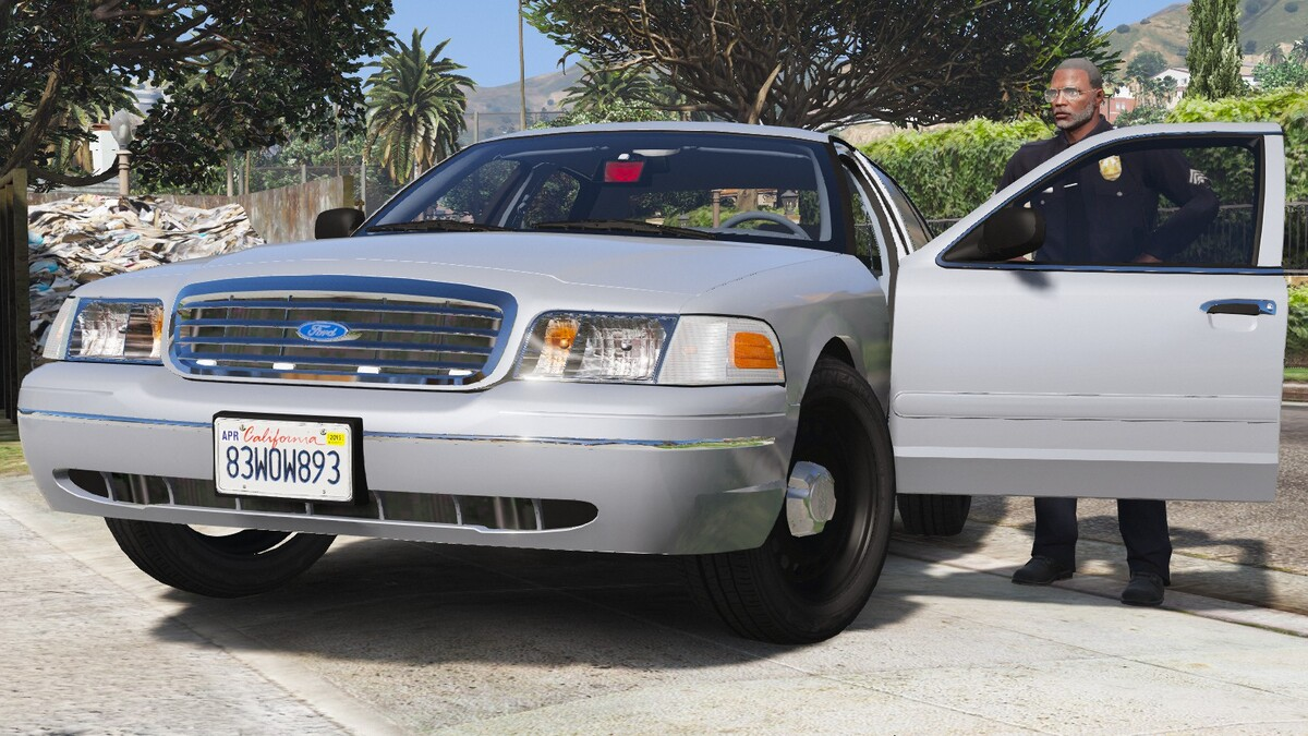 1998 Ford Crown Victoria P71- Unmarked Los Angeles Police Dept.