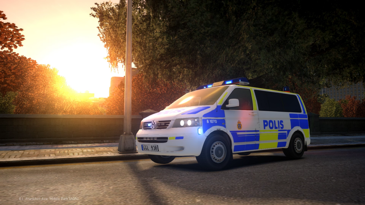 Volkswagen T5 Multivan 2009 Swedish Police | Front | Blue lights on
